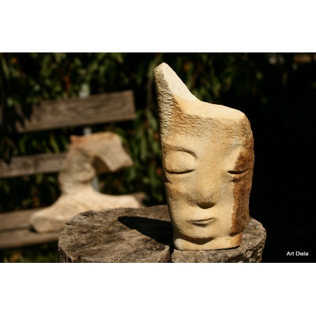 Originálna kamenná socha- tvár- pieskovec