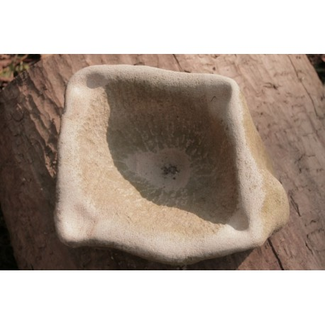 Originálna Kamenná socha - Dážďová nádoba