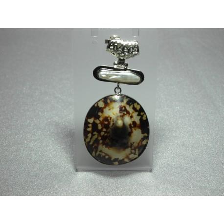Biwa perla, Tigria mušľa-prívesok