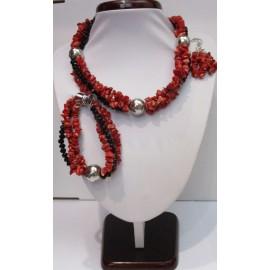 sada,náhrdelník,náušnice a náramok z koralu a swarowského kryštálu